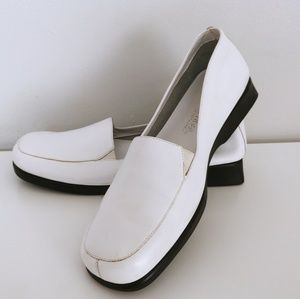 Shoes - 👞 NWOT - What's What White Loafers